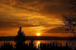 Come una silhouette al tramonto,  scoprire nuove galassie dalla loro ombra
